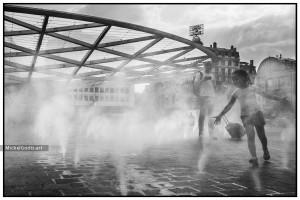 Spray Fountains at Rogier Square :: Black and white urban street photography - Artwork © Michel Godts