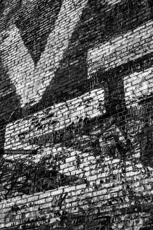 Typograffiti #1 :: Black and white graffiti photography - Artwork © Michel Godts
