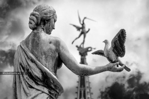 Waiting For Peace :: Black and white statue photography - Artwork © Michel Godts