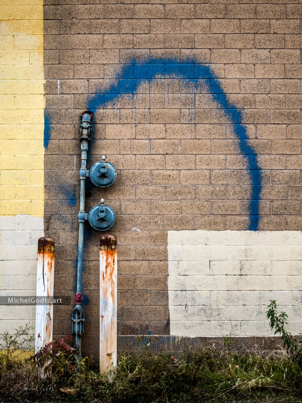Blue Graffiti Spray :: Urban graffiti photography - Artwork © Michel Godts