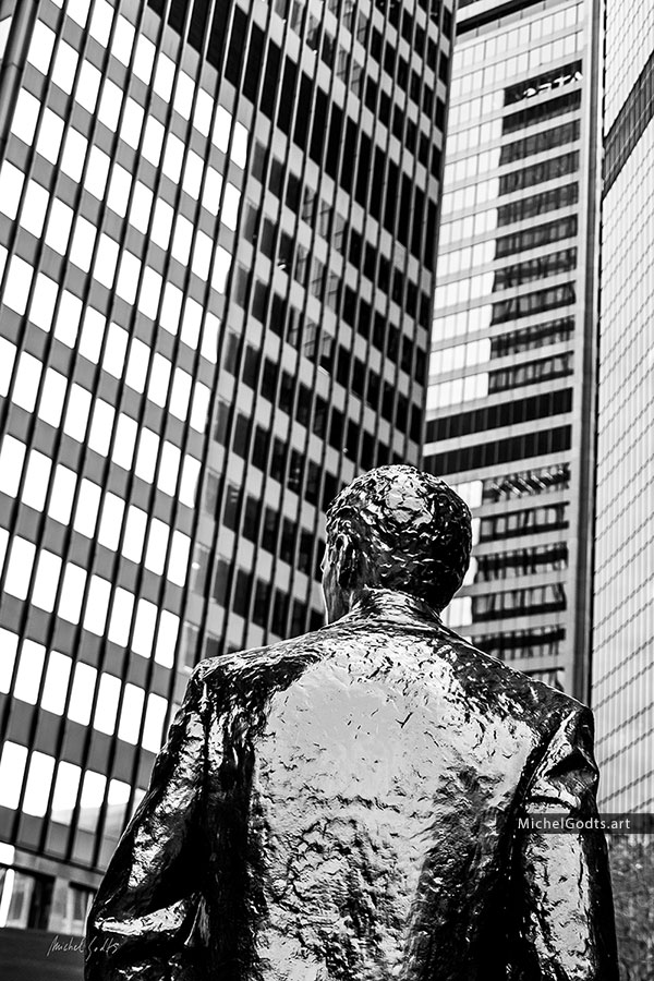 Pittsburgh Business Man :: Urban black and white photography of public art - Artwork © Michel Godts