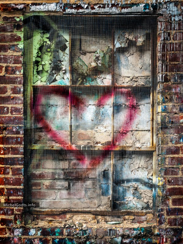 Urban Decay Love :: Urban decay photography - Artwork © Michel Godts