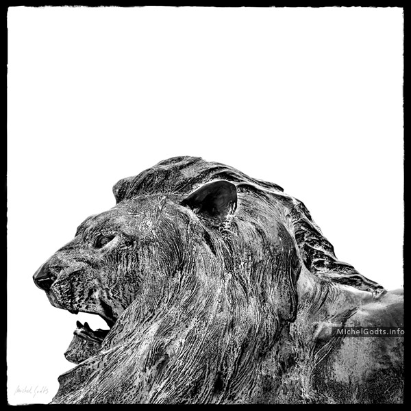 Weathered Bronze—The Lion :: Black and white photography of public art - Artwork © Michel Godts